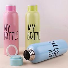 askı ile 500ml tek katmanlı paslanmaz çelik portatif şişe (rastgele renk)