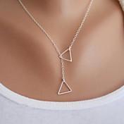 Mujer Triángulo Forma Básico Moda Estilo Simple Collares con colgantes Legierung Collares con colgantes Fiesta Cumpleaños Felicitaciones