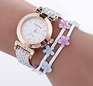 preiswerte -Damen Armband-Uhr Chinesisch Imitation Diamant / Armbanduhren für den Alltag PU Band Blume / Modisch Schwarz / Weiß / Blau