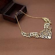 Naisten Riipus-kaulakorut Flower Shape Cross Shape Pitsi Metalliseos Eurooppalainen Vintage Viktoriaaninen ylellisyyttä koruja Kaiverrettu