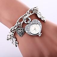 olcso Bohém karórák-Női Kvarc Karkötőóra Kínai utánzat Diamond Alkalmi óra ötvözet Zenekar Heart Shape Bohém Ezüst Arany