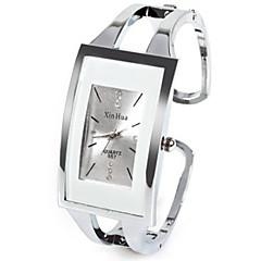 お買い得  レディース腕時計-女性用 ファッションウォッチ ユニークなクリエイティブウォッチ クォーツ ラインストーン 模造ダイヤモンド 合金 バンド ハンズ カジュアル バングル シルバー - ホワイト 1年間 電池寿命 / SSUO LR626