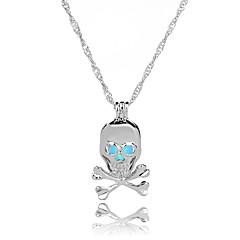 Недорогие Ожерелья-Муж. Жен. Череп европейский Мода Ожерелья с подвесками , Светящийся камень Сплав Ожерелья с подвесками , Halloween