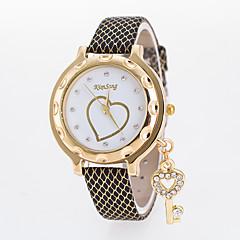 preiswerte Damenuhren-Damen Armbanduhr Quartz Armbanduhren für den Alltag Leder Band Analog Heart Shape Modisch Schwarz / Weiß / Blau - Braun Rot Rosa