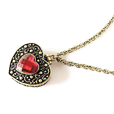 Heart-Shaped Crystal Necklace Can Be Opened