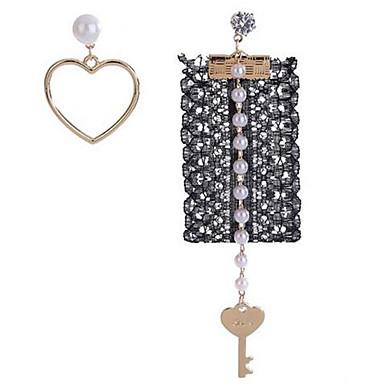 Pentru femei Cercei Stud Imitație de Perle La modă Cute Stil Nepotrivirea Aliaj Heart Shape Bijuterii Pentru Zilnic Casual Plajă