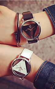 Homens Mulheres Casal Quartzo Relógio Esqueleto Gravação Oca PU Banda Amuleto Fashion Preta Branco